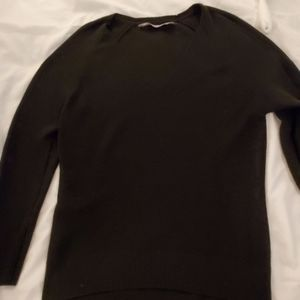 Size M Athleta dark olive green vneck sweater